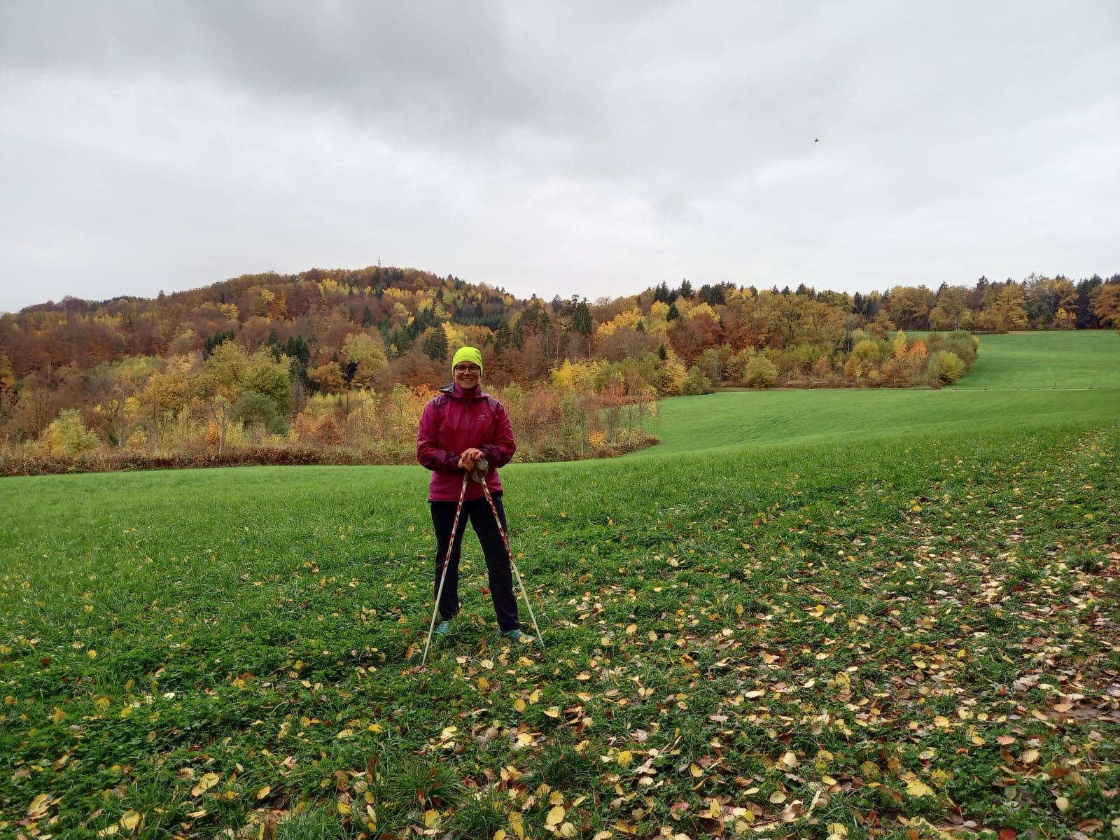coach-sport-sante-74-marche-nordique-christiane-nature-automne